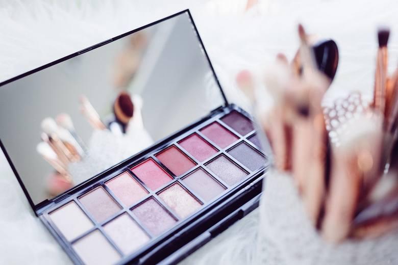 Rosmann: Promocja -55% [KWIECIEŃ 2018]. Kosmetyki do makijażu taniej. Promocja w Rossmannie trwa od 9 do 18 kwietnia 2018