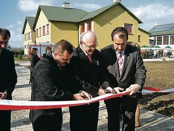 Otwarcie szkoły w Sierosławicach odbyło się blisko rok temu. Mimo to gmina liczy, że otrzyma zwrot części kosztów poniesionych na jej budowę. Fot. Aleksander