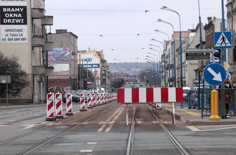 Na trzech odcinkach ruszyła modernizacja torowisk tramwajowych w Grudziądzu. Na odcinku ul. Chełmińskiej między ul. Brzeźną a Piaskową zamknięto dla