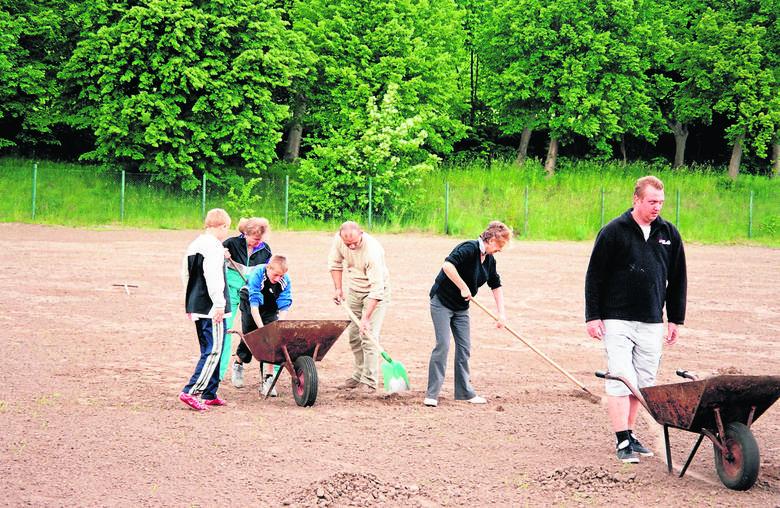 Mieszkańcy i rodzice młodych piłkarzy z Oliwy włożyli bardzo dużo pracy w rewitalizację boiska