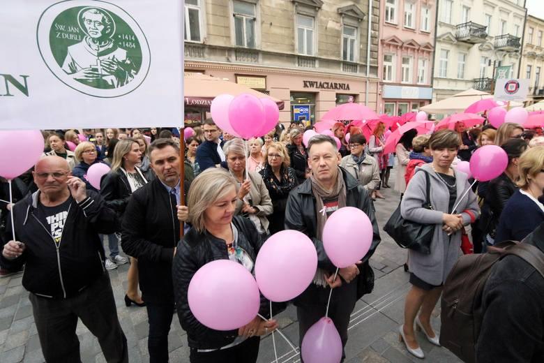 Marsz Różowej Wstążki w Lublinie. To przypomnienie o badaniach dla kobiet (ZDJĘCIA)