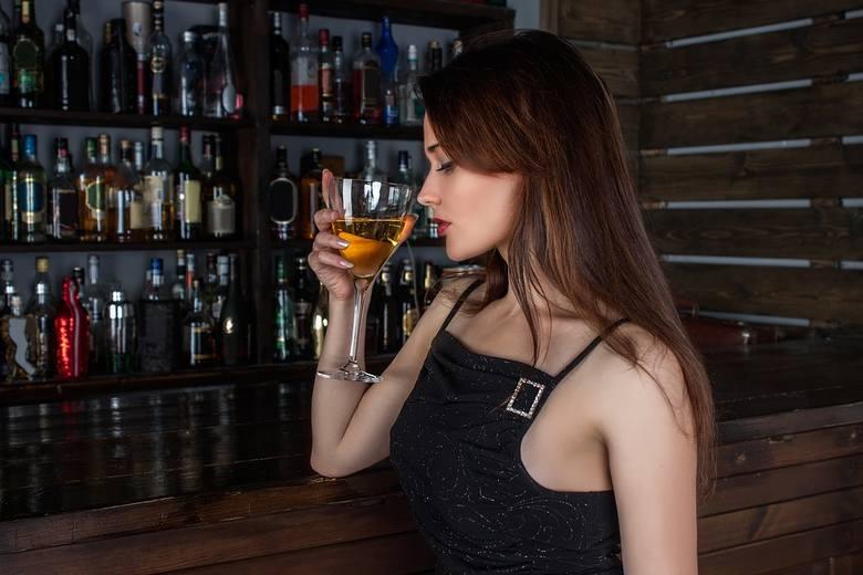 Picie alkoholu może mieć pozytywne skutki dla naszego organizmu. >>>JAKIE? ZOBACZ NA KOLEJNYCH ZDJĘCIACH