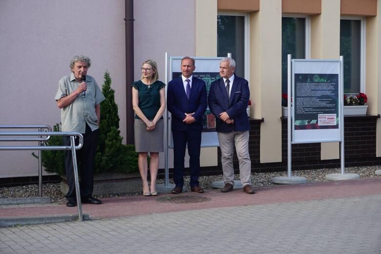 Organizatorzy wystawy – Gminny Ośrodek Kultury w Dobrczu oraz  Zespół Szkół Agro-Ekonomicznych w Karolewie  zapraszają do jej zwiedzania