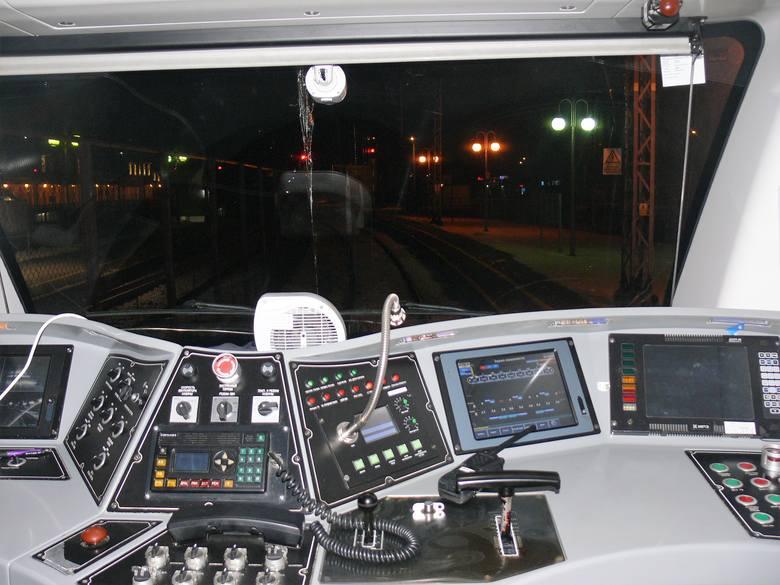 Nocne testy w Przemyślu pociągu relacji Kijów - Przemyśl. Odbyły się w miniony weekend. Nz. skład Hyundai Rotem.