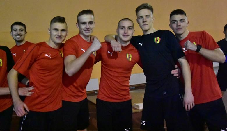 Piłkarze Korony Kielce z Centralnej Ligi Juniorów do 18 lat w poniedziałek w Hali Legionów mieli testy wydolnościowe. W zespole tym w przerwie zimowej