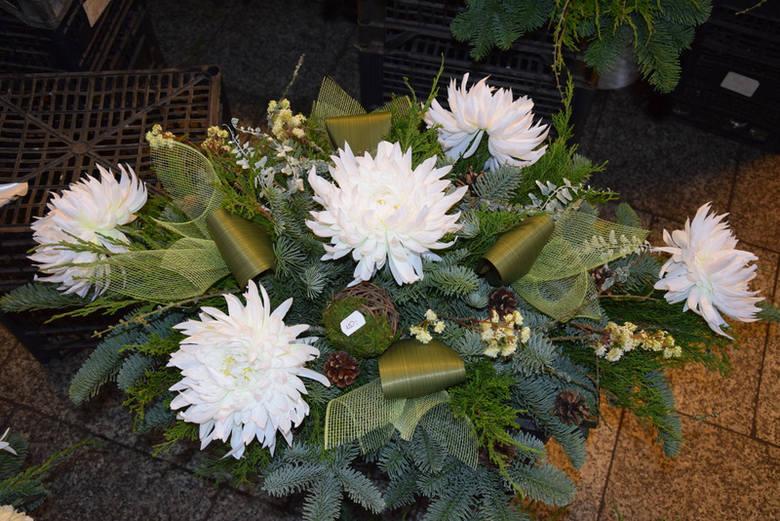 Wiązanki na Wszystkich Świętych 2019 ZDJĘCIA. Stroiki na cmentarz CENY