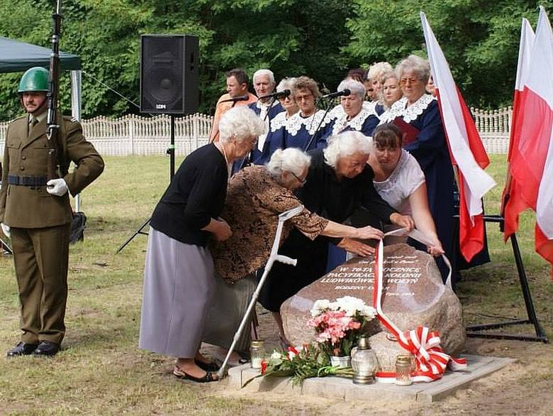 Dawne mieszkanki Ludwikówki nie kryły wzruszenia. W podgorzowskiej Wysokiej czuły się jak na powtórnym pogrzebie.