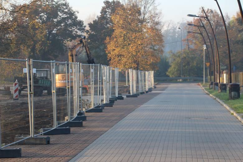 Trwa budowa placu plenerowego na potrzeby organizacji imprez masowych. Na placu przy alei Wolności powstaje też pętla autobusowa