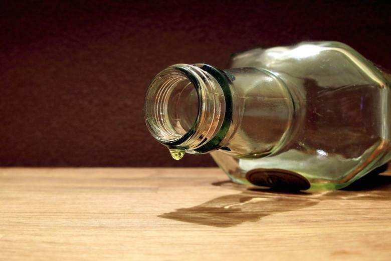 - Całonocne libacje alkoholowe były na porządku dziennym - wspomina pani Dorota.