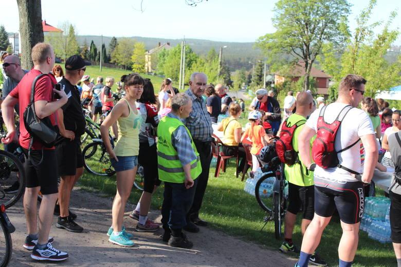Płoki. Tłumy rowerzystów na trasie XI Integracyjnego Rajdu Rowerowego [ZDJĘCIA]
