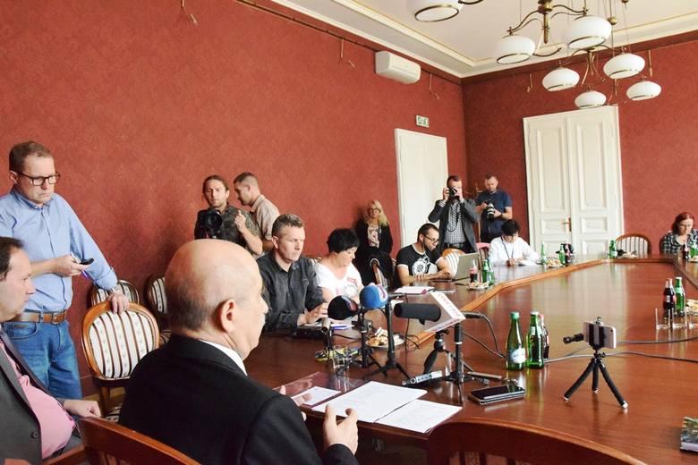 Jacek Krywult nie będzie kandydował na urząd prezydenta Bielska-Białej. Swą decyzję ogłosił na konferencji prasowej