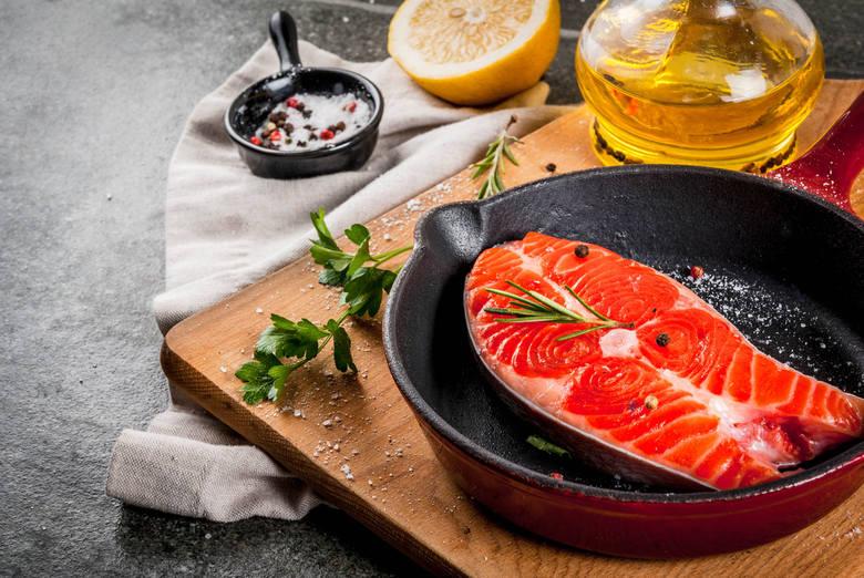 Tłuste ryby morskie to źródło najbardziej wartościowych form niezbędnych wielonienasyconych kwasów tłuszczowych omega-3. Z tego powodu zaleca się, by