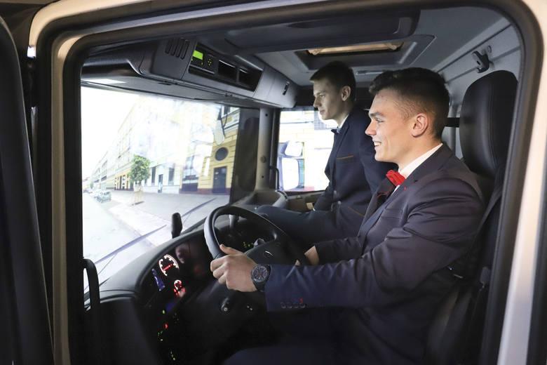 """Kujawsko-Pomorska Lista Płac 2019. """"Mam tylko maturę i aż 8000 złotych. Żal mi magistrów"""""""