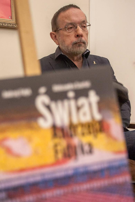 - Postanowiłem, że będę robił filmy gdzieś w świecie, a nie w Polsce - mówi Andrzej Fidyk.
