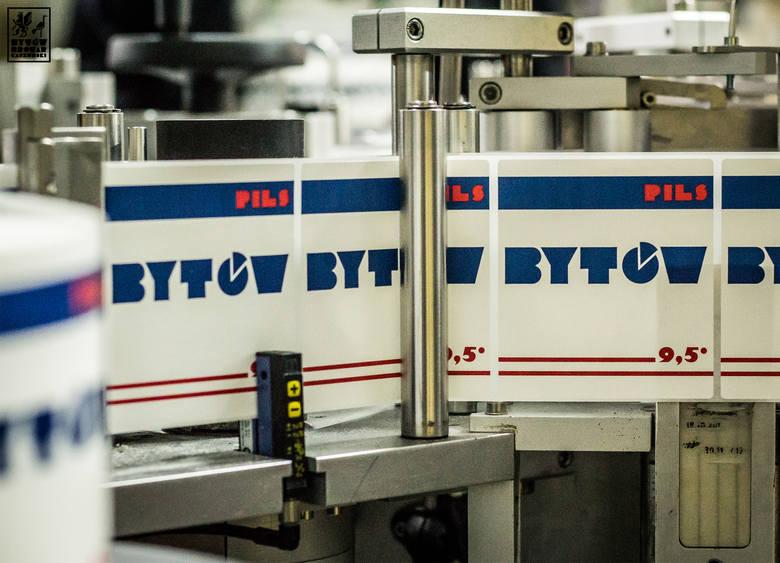 Piwo Pils Browaru Bytów. Nawiązuje do znanych i cenionych czeskich sesyjnych piw w stylu pilzneńskim