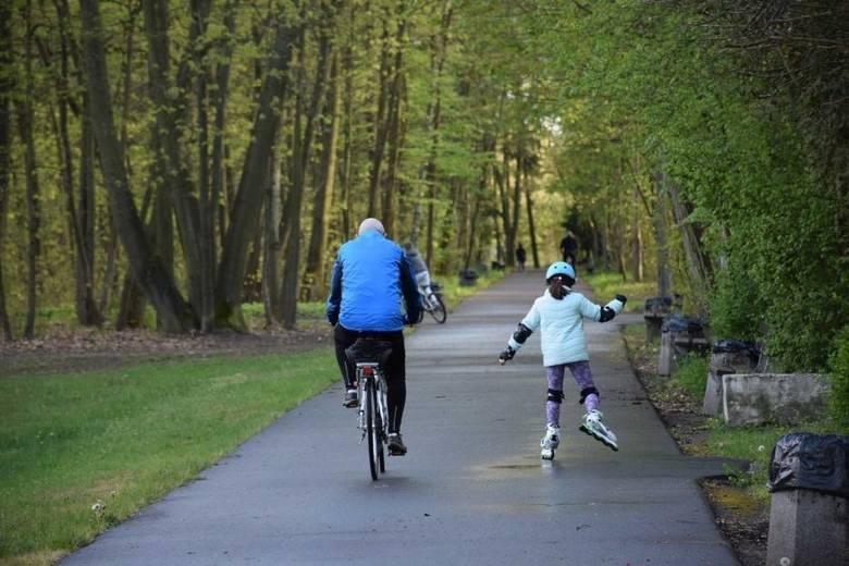 Park Wolności to świetne miejsce dla spacerowiczów, ale także dla miłośników rolek czy jazdy na rowerze