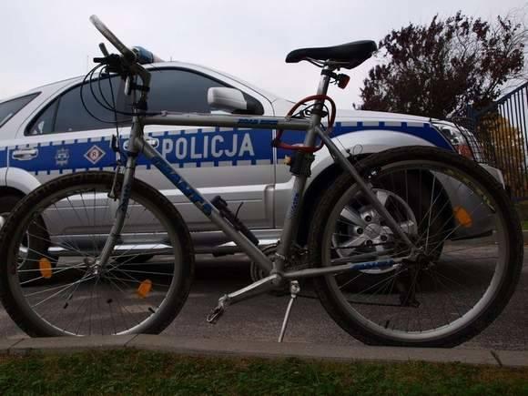 Tym rowerem pan Wacław pojechał w sobotę po chleb.