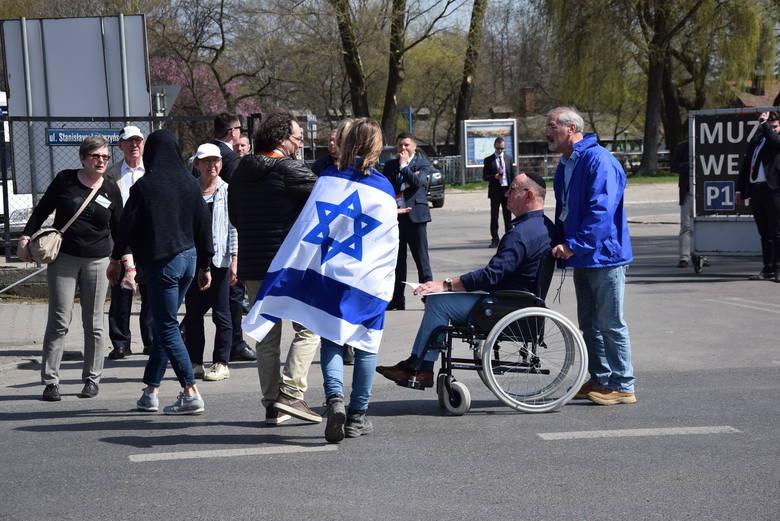 Marsz Żywych w  Oświęcimiu. Prezydent Polski i Izraela szli ramię w ramię z ocalonymi z Zagłady i tysiącami ludzi z całego świata