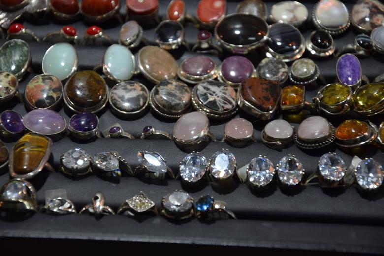 Miłośnicy biżuterii oraz minerałów powinni się wybrać na wystawę i giełdę minerałów i wyrobów jubilerskich w Rzeszowie. Jeszcze jutro (2 lutego) w niedzielę,
