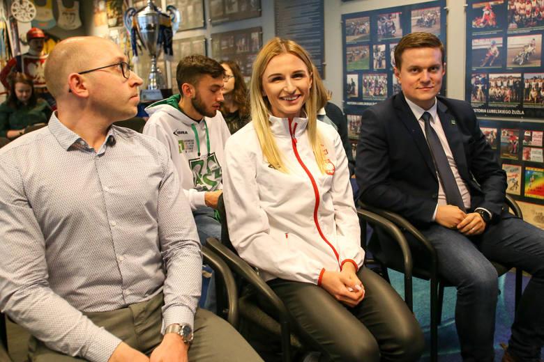 """Małgorzata Hołub-Kowalik """"aniołek Matusińskiego"""" odwiedziła Centrum Historii Sportu w Lublinie"""