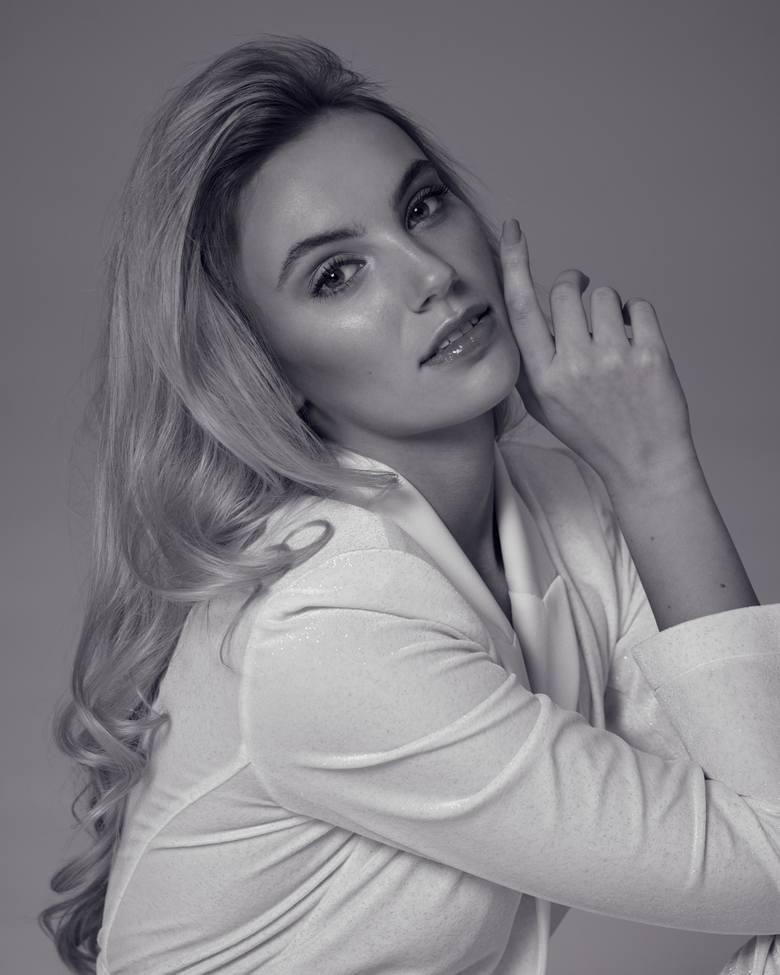 Daria Szwaba to 20-letnia mieszkanka Gdańska, która pracuje jako trener personalny i studiuje AWFiS. Interesuje się sportem i tańcem.