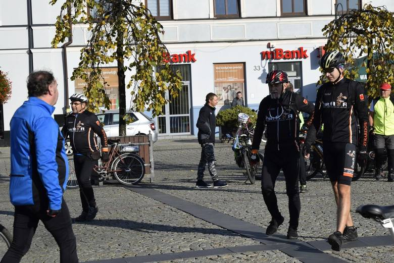 Z rynku w Skierniewicach ruszył XVIII Rajd Pieczonego Ziemniaka. Blisko 100 rowerzystów wybrało się w trasę o długości 28 kilometrów. Zakończenie rajdu
