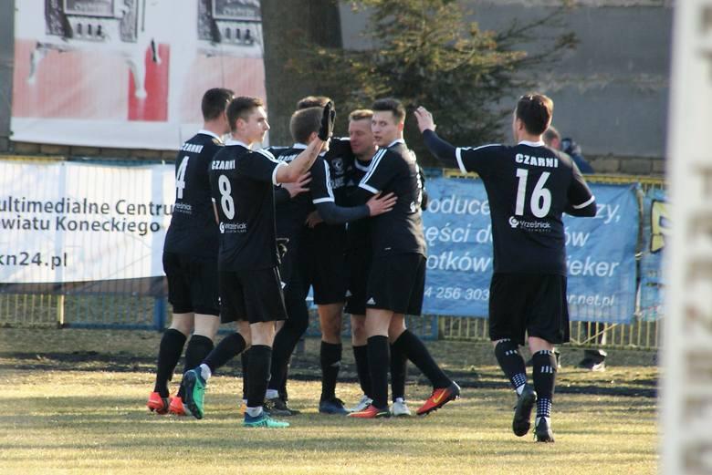 W meczu 1/8 Regionalnego Pucharu Polski Czarni Połaniec 2:1 (1:0) wygrali w Końskich z Neptunem. Bramki zdobyli Mateusz Załucki z rzutu karnego i Damian