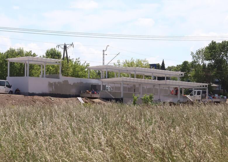 Mieszkańcy Gołębiowa zastanawiają się w jaki sposób mają się dostać już w najbliższej przyszłości na peron budowanego przystanku kolejowego Radom Gołębiów.