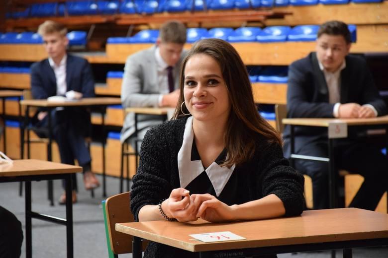 Maturzyści nowosolskich szkół 2020. Nagrodzona Weronika Kryk