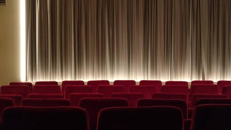 TOP 10 komedii 2020 roku. Te filmy trzeba obejrzeć! Najlepsze polskie i zagraniczne filmy roku