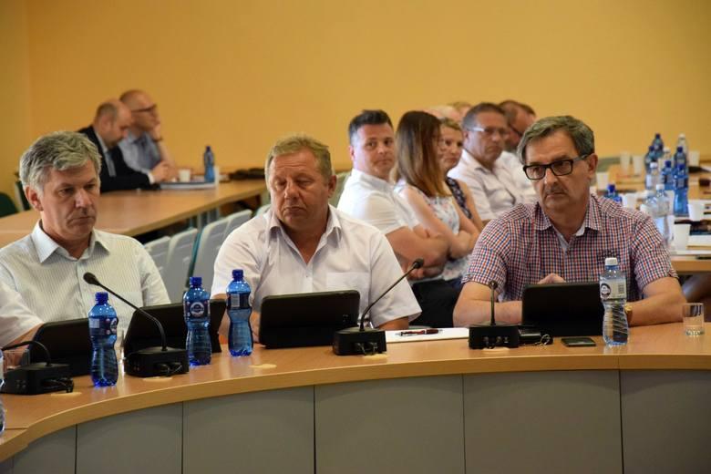 W środku Ryszard Okaj (Ziemia Kluczborska) - kierownik kampusu sportowego Stobrawa w Kluczborku.