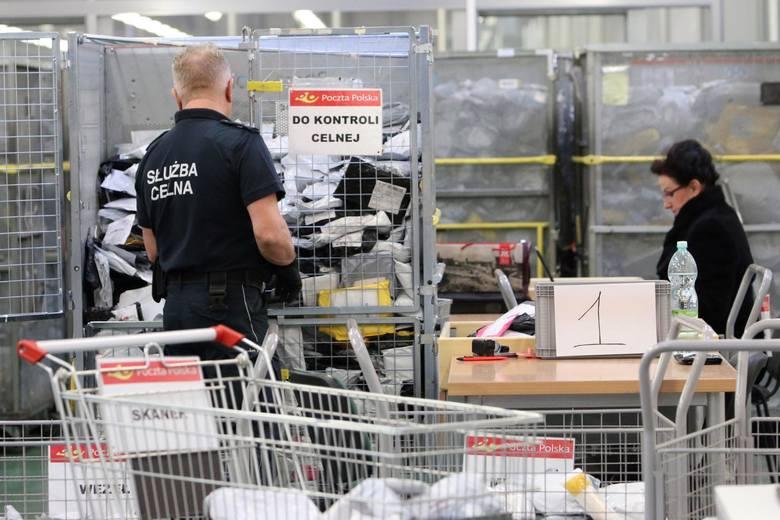 Od listopada zeszłego roku w Lublinie działa 90-osobowy oddział celno-pocztowy, który każdego dnia sprawdza dziesiątki tysięcy przesyłek z Chin pod kątem