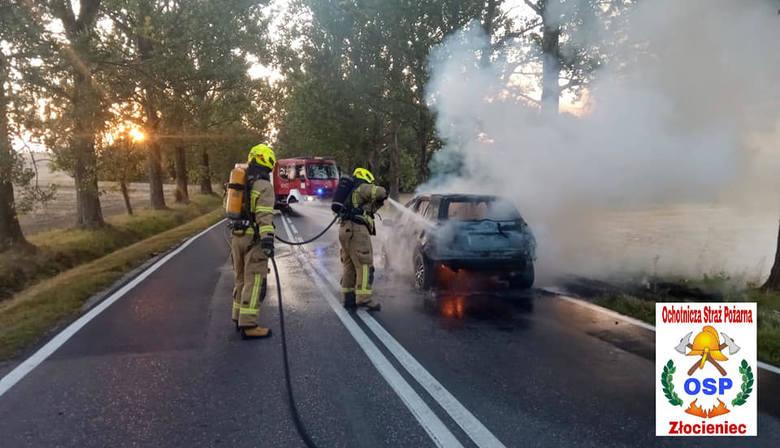 W czwartek o godz. 19.35 Ochotnicza Straż Pożarna Złocieniec została zadysponowana do pożaru samochodu osobowego na DK 20.Do pożaru doszło pomiędzy Suliszewem