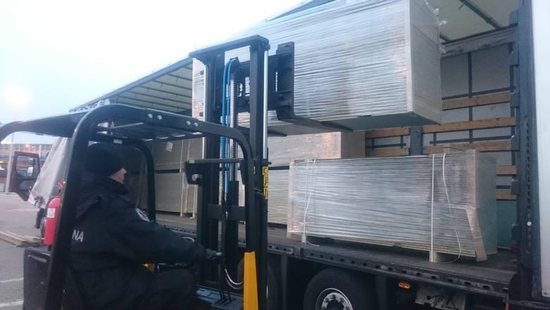 W nocy 7 lutego funkcjonariusze Zachodniopomorskiego Urzędu Celno-Skarbowego zatrzymali do kontroli samochód ciężarowy z ładunkiem 34 pakietów laminowanej