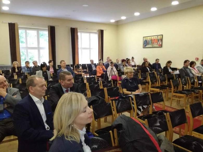 W Zespole Szkół Ogólnokształcących i Zawodowych w Trzemesznie odbyła się konferencja pt. Bezpieczeństwo w szkołach - teoria i praktyka.Organizatorami