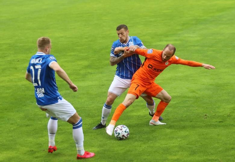 Po szalonym meczu Lech Poznań zremisował w Lubinie z Zagłębiem 3:3. Poznaniaków trzeba pochwalić za to, że choć przegrywali 1:3, do końca walczyli o