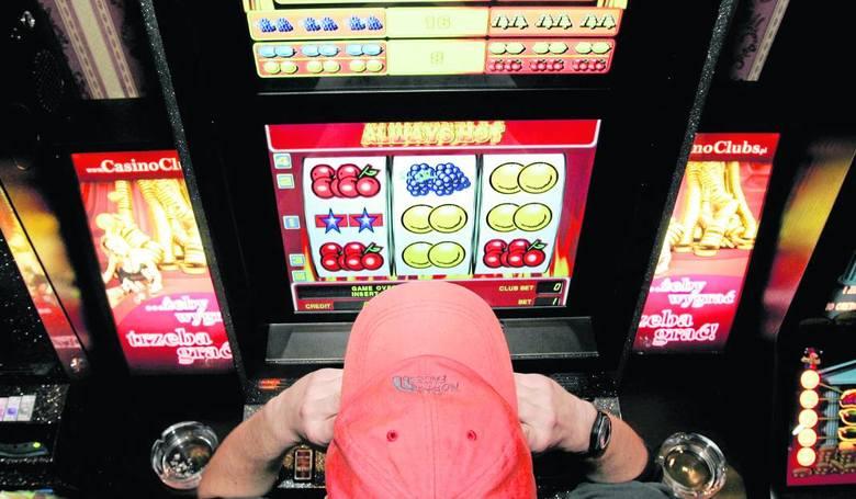 Hazard w sklepie komputerowym w Łowiczu. Właścicielowi grozi więzienie i 600 tys. zł kary