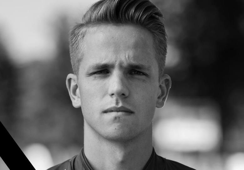 Krystian Popiela zginął w wypadku samochodowym. Miał 20 lat, był bardzo dobrze zapowiadającym się piłkarzem.