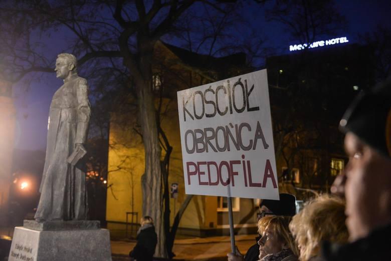 Kolejna manifestacja przed pomnikiem prałata Jankowskiego [27.02.2019]
