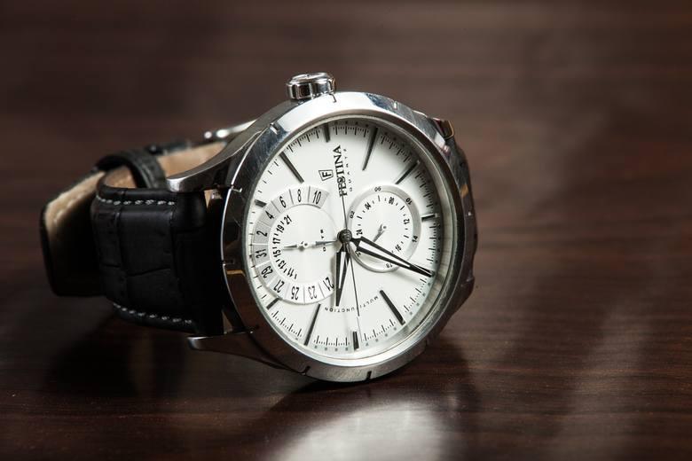<strong>Zegarek</strong><br /> Elegancki mężczyzna powinien posiadać markowy zegarek. Taki prezent posłuży Ukochanemu przez wiele lat. <br />