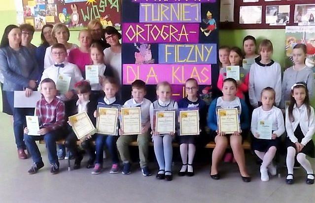 """Dzieciaki z podstawówki w Radziejowie wiedzą, jak się pisze """"pszczółka"""", albo """"skuwka"""". Znają ortografię!"""