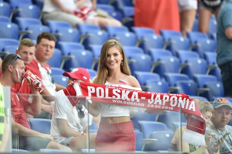 """Kibice na meczu Polska - Japonia! Zobacz barwnych fanów na pożegnalnym meczu """"biało-czerwonych"""" [GALERIA]"""