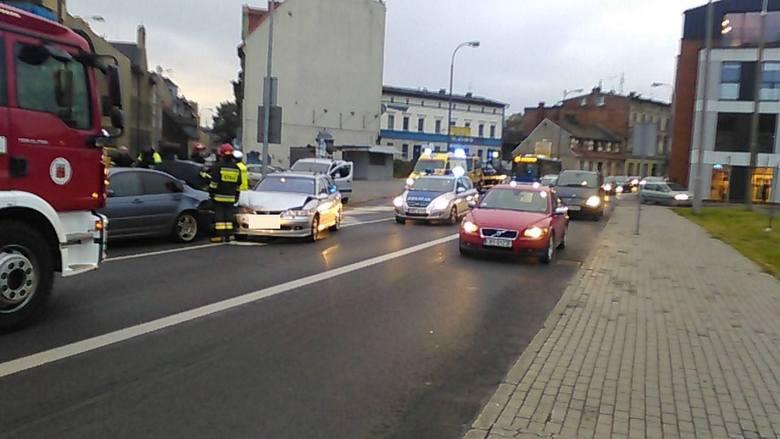 Wypadek na placu Poznańskim. Zderzenie dwóch aut
