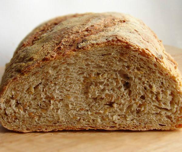 Bochenek zwykłego chleba może zdrożeć 10-50 gr (fot. archiwum)