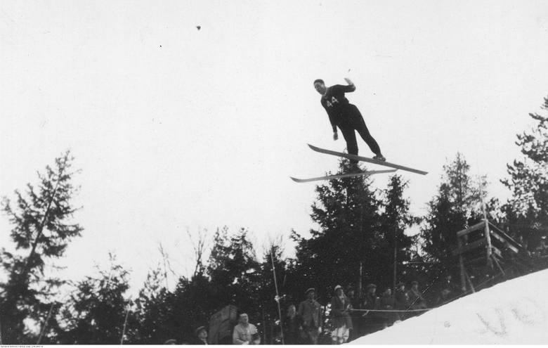 Uczestnik zawodów z Czechosłowacji w skoku z Wielkiej Skoczni na Krokwi.