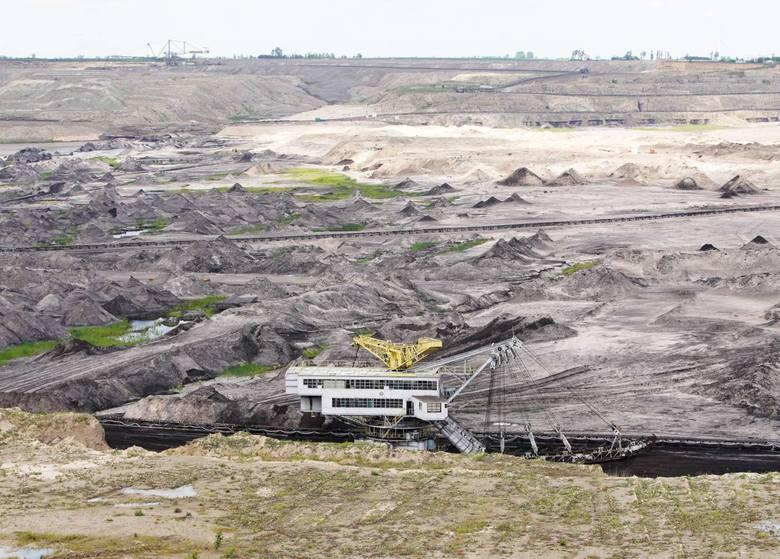 Kopalnia węgla brunatnego Konin w Kleczewie, należąca do spółki PAK, przypomina krajobraz księżycowy. Jej przeciwnicy wskazują, że przez jej działalność