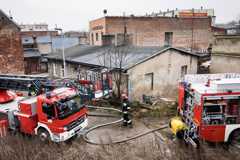 W pożarze domu jednorodzinnego przy ul. Grunwaldzkiej, który wybuchł w sylwestra 2016 roku, zginęła jedna osoba.Tragicznego dnia, około godz. 10, bydgoscy