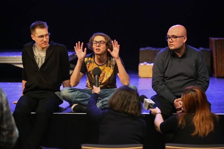 """Kontrowersyjną sztukę """"#chybanieja"""" w Teatrze Maska w Rzeszowie zobaczymy tylko raz"""