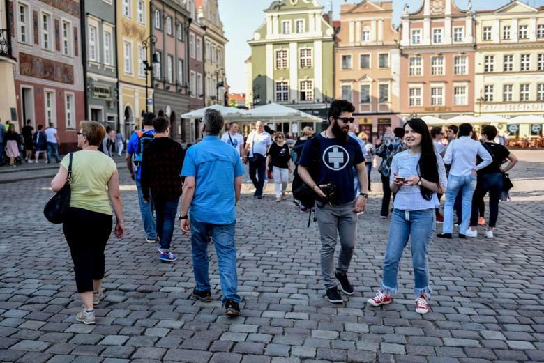 Czy na poznańskim Starym Rynku jest głośniej niż na rynkach innych polskich miast? Czy na poznańskich ulicach panuje większy, a może mniejszy hałas niż