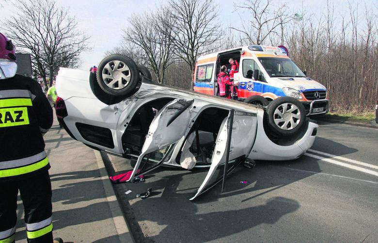 Policja opublikowała doroczny raport o wypadkach drogowych w 2018 roku. Nas, Dolnoślązaków, z pewnością ucieszy informacja, że był to kolejny rok, w